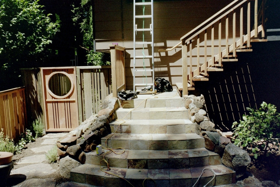 http://www.rivendellcarpentry.com/files/gimgs/th-2_1_gate-and-stairs.jpg
